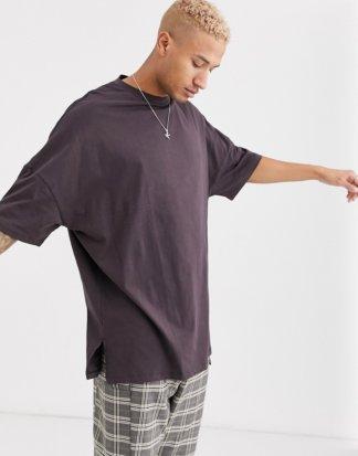 ASOS DESIGN - Besonders lang geschnittenes, extrem Oversize-T-Shirt mit Schlitzen seitlich in Braun