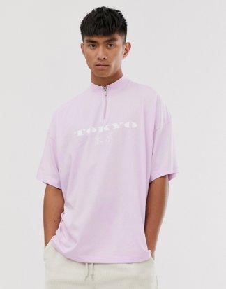 """ASOS DESIGN - Oversize-T-Shirt mit """"City""""-Stickerei und Stehkragen mit Reißverschluss-Rosa"""