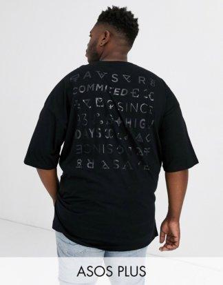 ASOS DESIGN Plus - Sehr langes Oversize-T-Shirt mit glänzendem, farblich abgestimmtem Rückenaufdruck und Seitenschlitzen-Schwarz