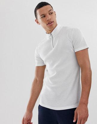ASOS DESIGN Tall - Geripptes Muskel-T-Shirt mit Stretchanteil und Stehkragen in Weiß