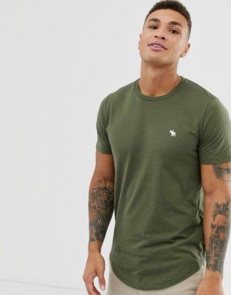 Abercrombie & Fitch - T-Shirt mit abgerundetem Saum und markentypischem Logo, in Olivgrün