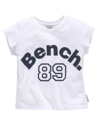 Bench. T-Shirt in kurzer Form