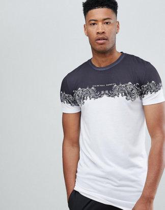 Criminal Damage - Weißes T-Shirt mit Einsatz im Barock-Stil - Exklusiv nur bei ASOS