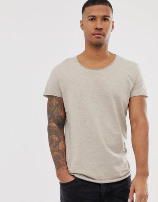 Jack & Jones - Essentials - Lang geschnittenes T-Shirt mit U-Ausschnitt in Beige