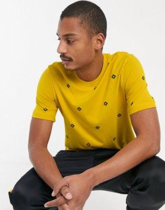 Nike SB - Gelbes T-Shirt mit All-over-Print im Rautendesign