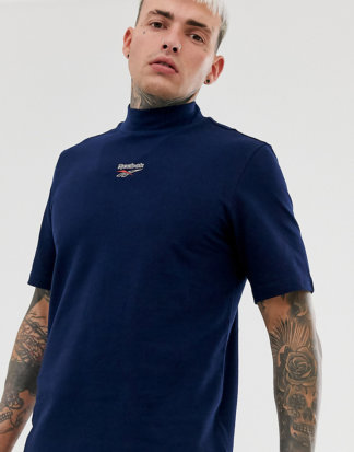 Reebok - T-Shirt in Navy mit hohem Kragen und Logo-Schwarz
