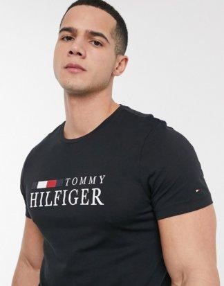 Tommy Hilfiger - Schwarzes T-Shirt mit Logo auf der Brust