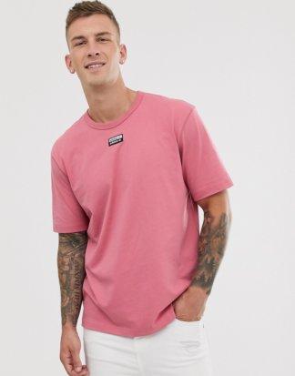 adidas Originals - RYV - T-Shirt mit mittigen Logo in Rosa